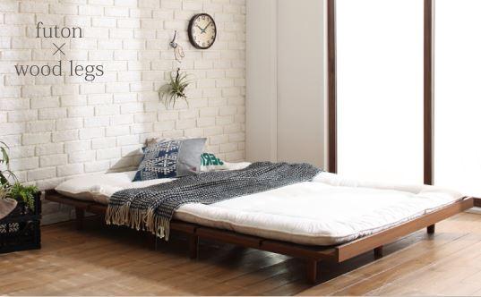 すのこベッドに布団を敷いている