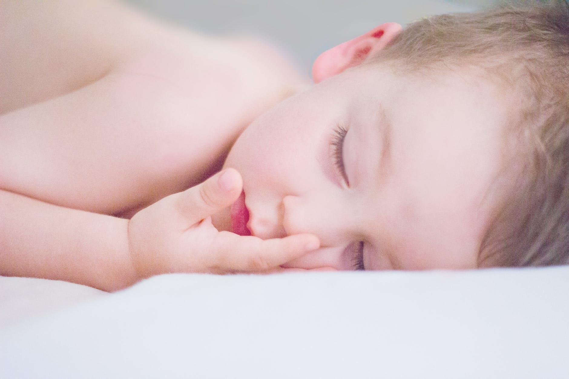 赤ちゃんが寝ている
