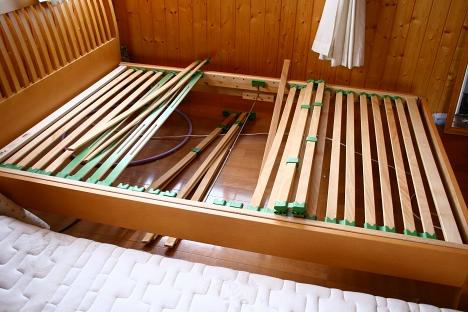 壊れたロフトベッド