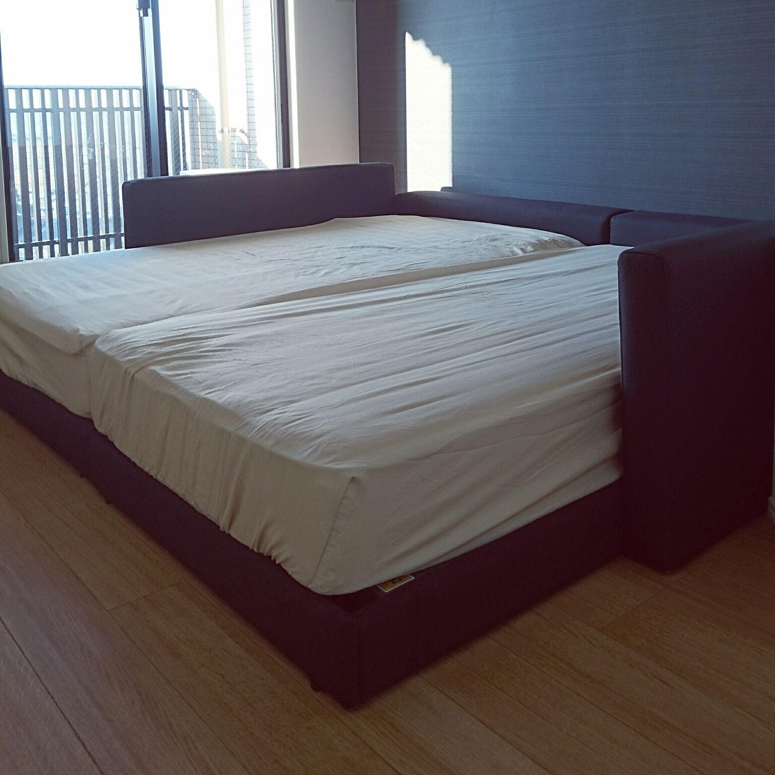 窓際に置いているベッド
